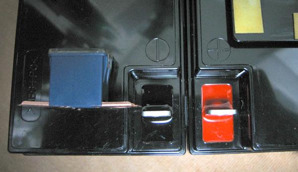 Smart-UPS1500 のバッテリー交換 ヒューズが入る隙間が無い