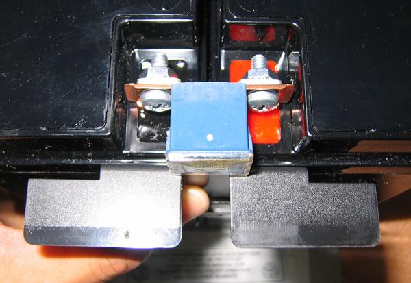 Smart-UPS1500 のバッテリー交換 ヒューズを逆向きに付ける