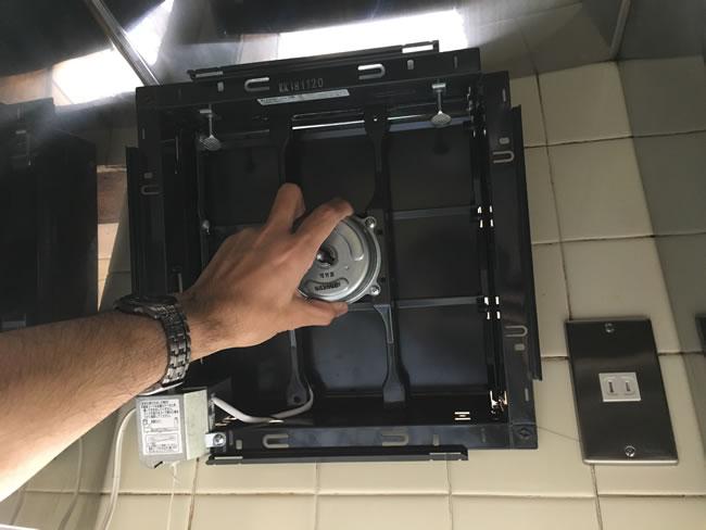キッチン換気扇取付③