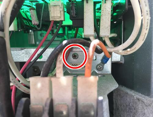 エアコン修理(電子基板のボックスを外す②)