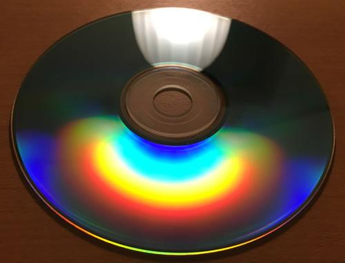 身近にある回折格子(DVDの記録面)