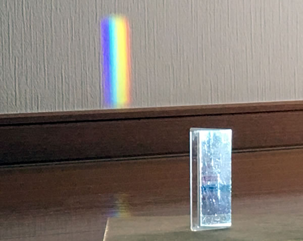 プリズムでLEDの光を分光