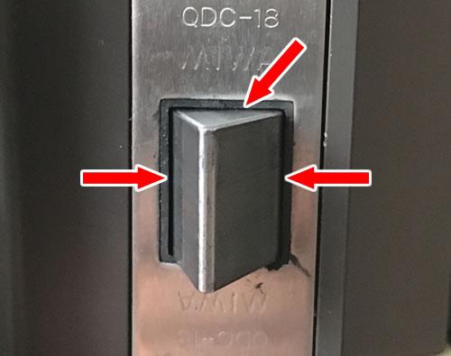 TOSTEM(トステム) QDC-18 ラッチ部分にシリコンスプレーを吹きかけてみる