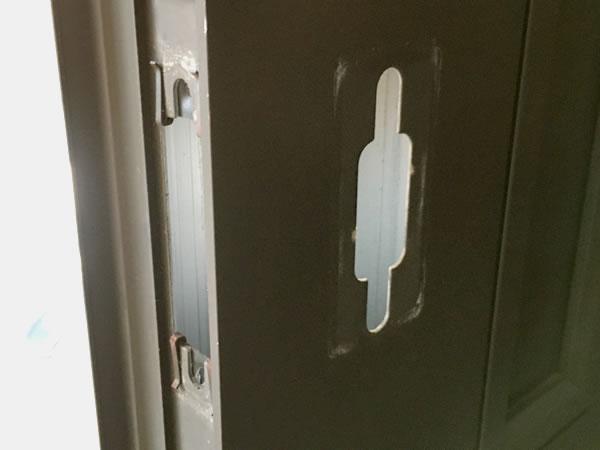 TOSTEM(トステム) QDC-18 ラッチ箱錠をセットする場所