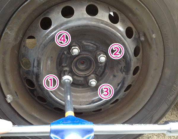 乗用車のタイヤ交換手順 ナットを止める順番